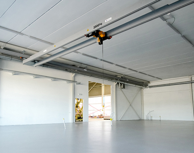 Inner walls, cabling and raised floors